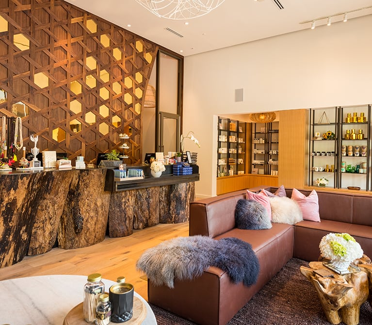 Viva Domain Northside's lobby welcomes guests with a sophisticated fusion of warm natural elements and modern features